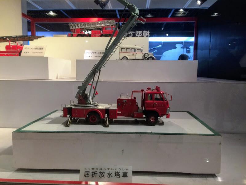 はしごが動く消防車の模型