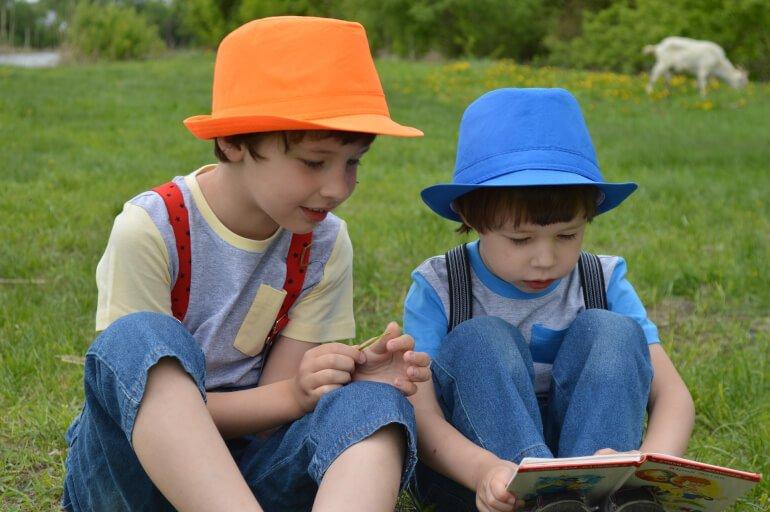 教材交換 (1) 子どもが教材で自由に遊べる