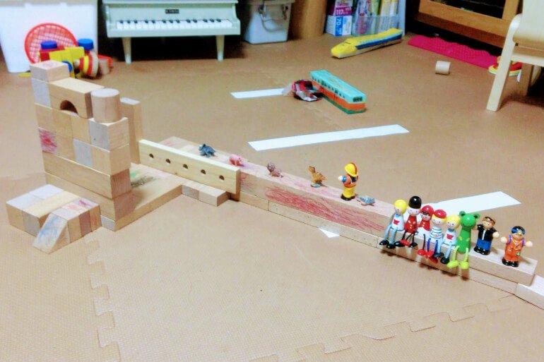 2歳の積み木 - ごっこ遊び