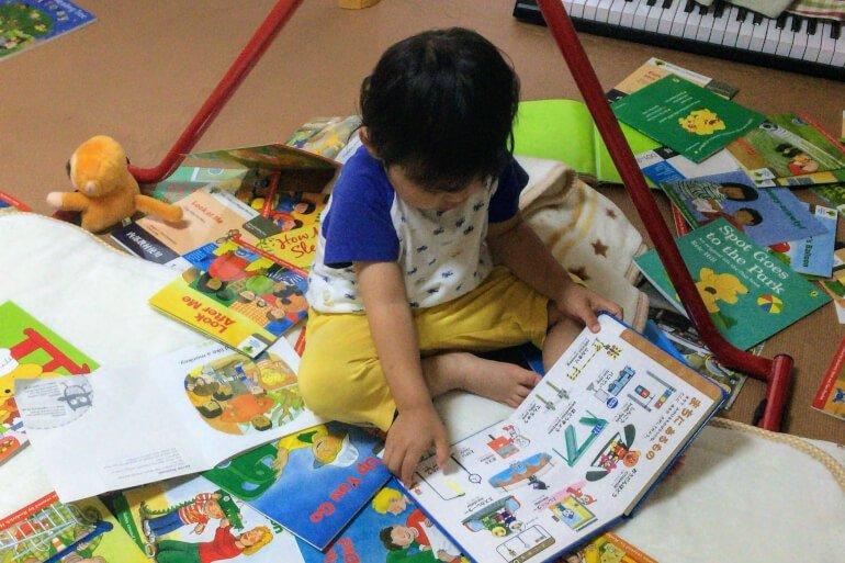 2歳の息子が絵本に夢中!