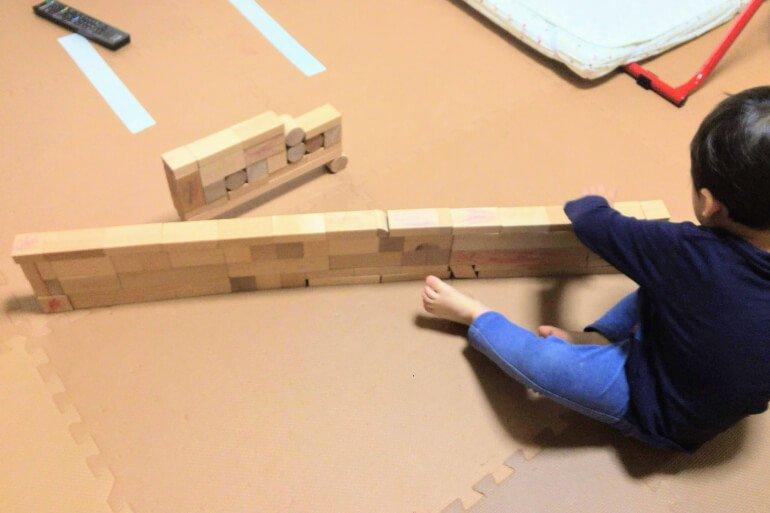 子供の積み木遊び3歳 - 特急列車